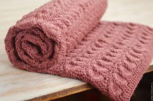 Вязание теплого трикотажного пледа для новорожденного