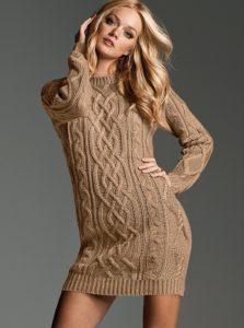 Вязаное платье спицами для женщин