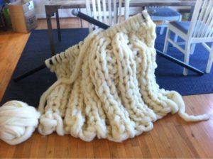 Из чего вяжут пледы, одеяла, покрывала крупной, объемной вязки