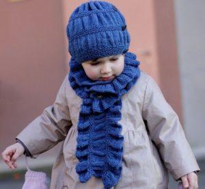 Как связать простой детский шарф спицами