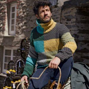 Мужской пуловер из разноцветных блоков