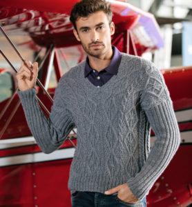 Мужской пуловер с рельефным мотивом из кос