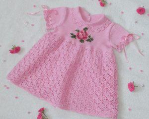 Платье розового цвета спицами