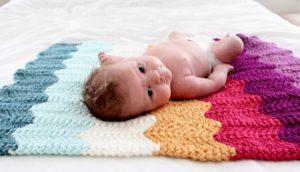По типу дизайна, вязаные детские пледы могут быть