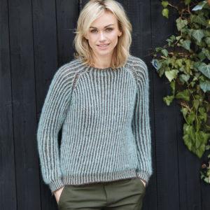 Пуловер с двухцветным патентным узором