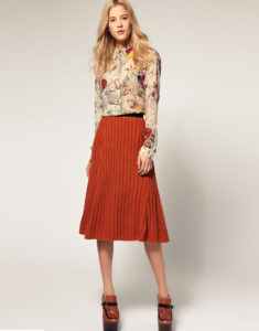 С чем носить вязаную юбку