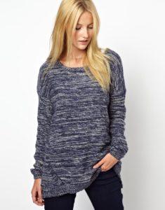 Черно-белый пуловер из меланжевой пряжи